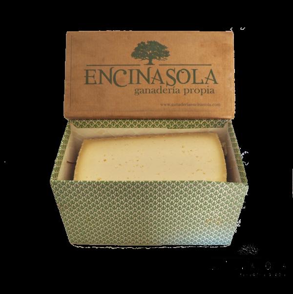 caja tamaño medio quesos encinasola ganaderia propia